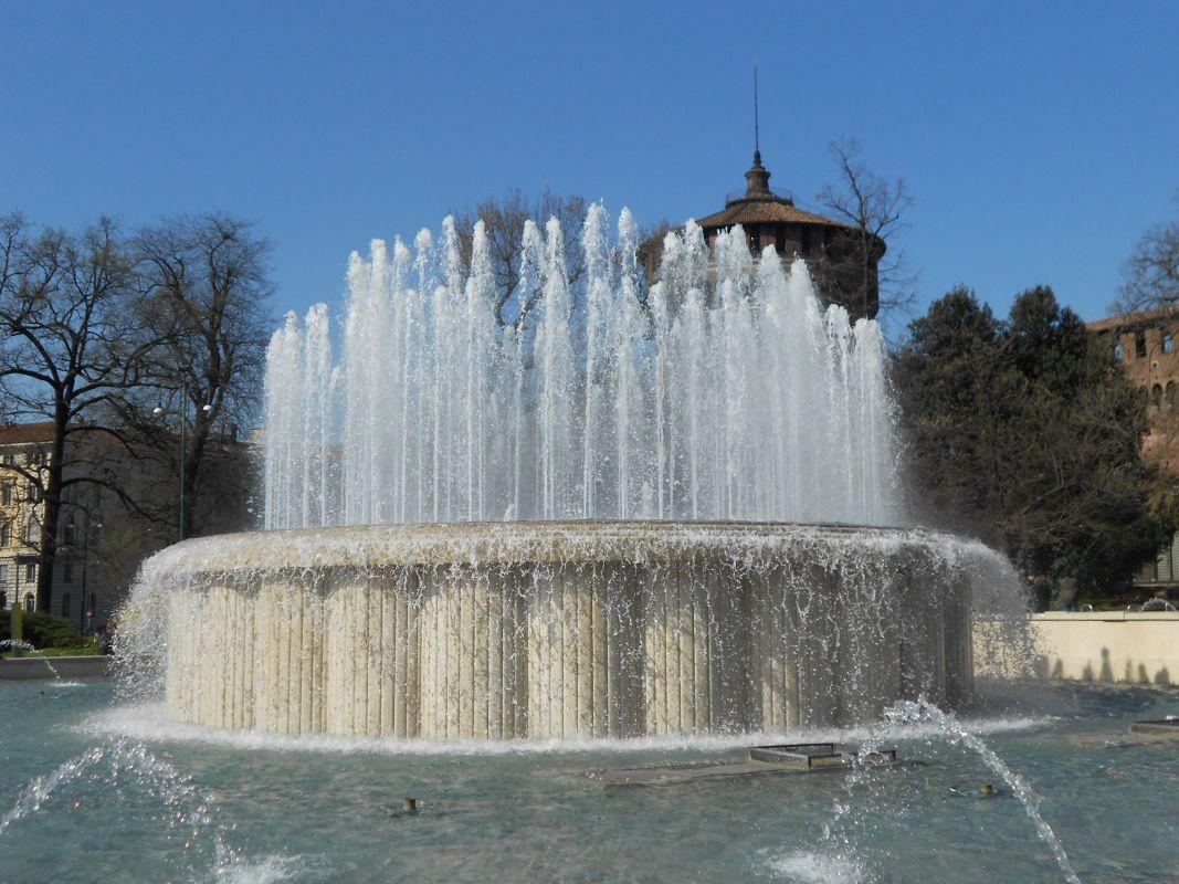 Fontana Torta degli Sposi – Piazza Castello – Fontane di Milano